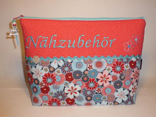 Tasche für Nähzubehör, innen auswischbar mit beschichteter Baumwolle und Seitenfächer...(Stoff vergriffen, ähnliche verfügbar) (Stickdatei von Tanja Resing - himbeerdesign)