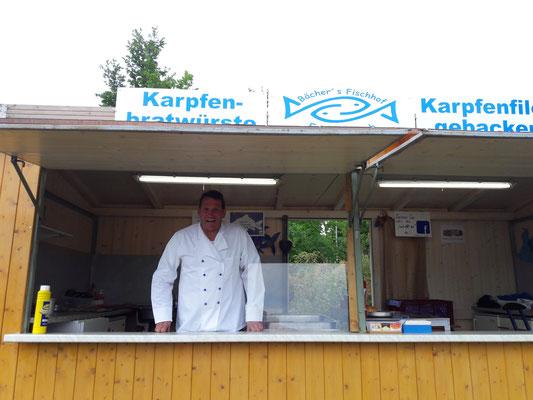 ... ihr Papa - mein Cousin Klaus - war mit seinem Fischspezialitäten-Stand vom Fischerstüberl Bächer aus Muckenthal dabei.