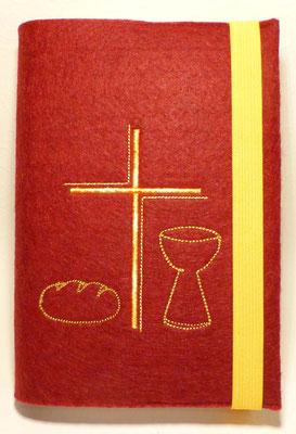 Stickmotiv Brot, Bogenkreuz, Kelch (Stickdatei: Rock-Queen)  in gelb-orange auf Filz in bordeaux (Filzfarbe sieht in echt dunkler aus)