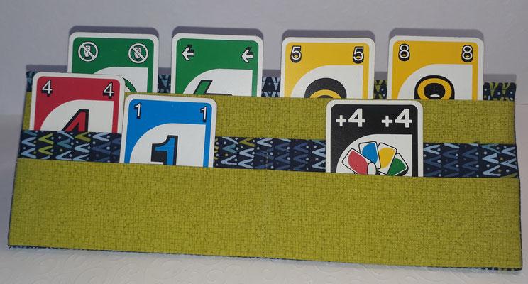 Hier sieht man die drei verschiedenen Ebenen mit bunten Spielkarten.