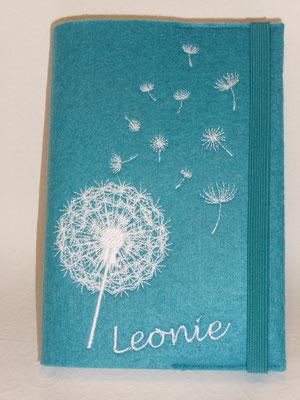 Stickmotiv Pusteblume uni in weiß auf Filz in lago (Stickdatei von Rock-Queen), Gummi in petrol, Schriftart Lucida Handwriting