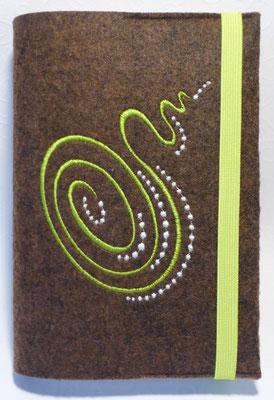 Stickmotiv Spirale groß in apfelgrün mit Filz in apfelgrün auf Filz in braun-meliert