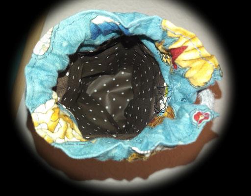 Leckerlibeutel von innen, mit abwischbarem und maschinenwaschbarem beschichtetem Stoff als Innenfutter