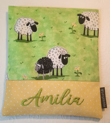 Schafe grün mit gelbem Schrift-Hintergrund