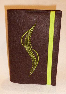 Stickmotiv Welle in apfelgrün mit Welle in apfelgrün auf braunem Filz