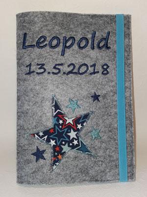 "U-Heft ""Leopold"", gestickte Sterne mit Applikation, Filz hellgrau-meliert"