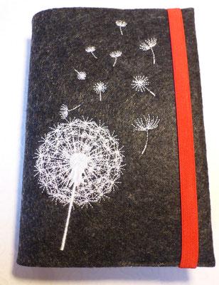 Stickmotiv Pusteblume uni in weiß auf Filz in dunkelgrau-meliert (Stickdatei von Rock-Queen), Gummi in rot
