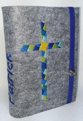 Stickmotiv Mosaikkreuz in blau-petrol-türkis-grün auf Filz in hellgrau-meliert, Metalldeko Y