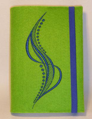 Stickmotiv Welle in royal mit Gummi in royal auf Filz in apfelgrün