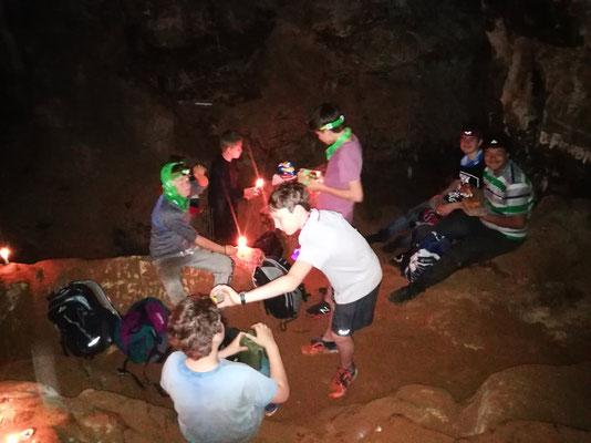 Mittagspause in der Höhle