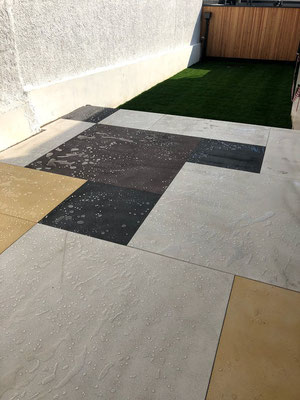 Bodenplatten in Anthrazit, Gelb & Weinrot