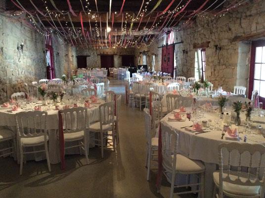 Mariage dans la grande salle en pierres au Château de Boisverdun à Tombeboeuf