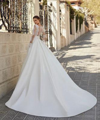 Prinzessinnen Brautkleid mit langer Schleppe.