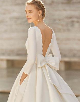 Wir können auf Anfrage jedes Kleid der Couture Kollektion exklusiv für euch bestelle.
