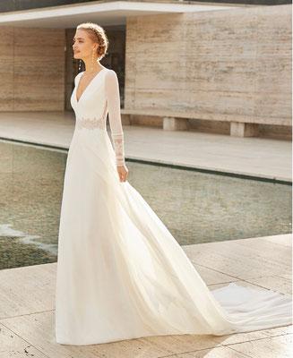 Brautkleid aus Seide, zart fließend.