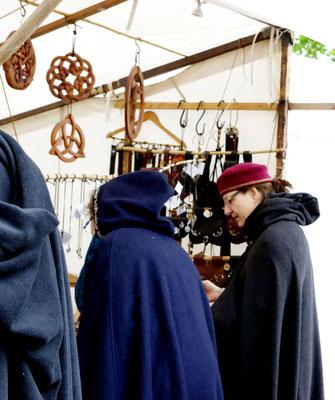 Mittelaltermarkt Runen Schiffenberg Gewandung