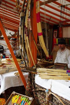 Mittelaltermarkt Bogen Waffen Handwerk