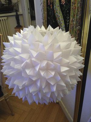 Un éclairage fait de cocottes en papier calque