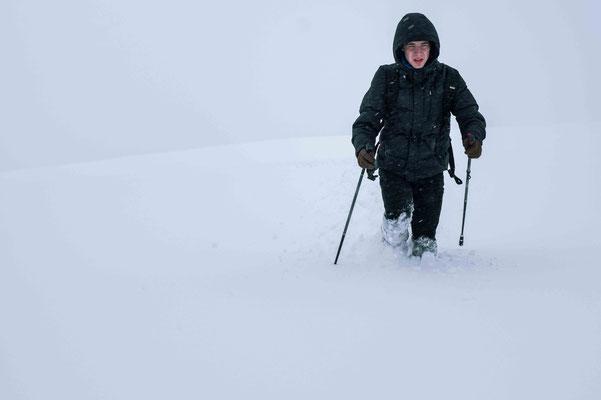 Durch den Schnee kämpfen; Schwäbische Alb