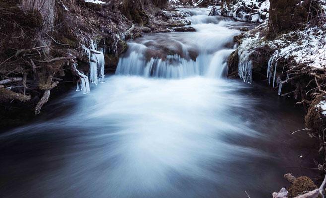 Eisiges Wasser; Wasserfall Bad Urach
