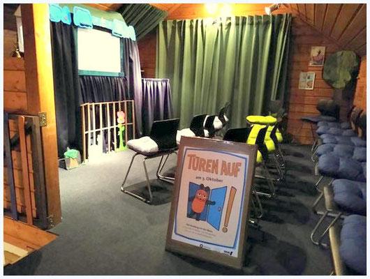 ...im Theaterraum gab es anschließend kurze Szenenanspielungen und die Kinder durften selbst probieren