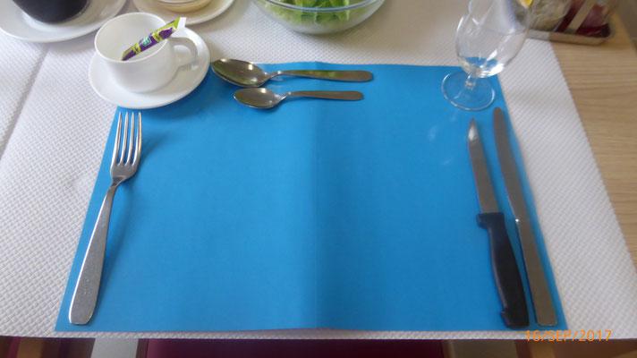 set de table pour déficient visuel, permet de bien identifier l'assiette ...