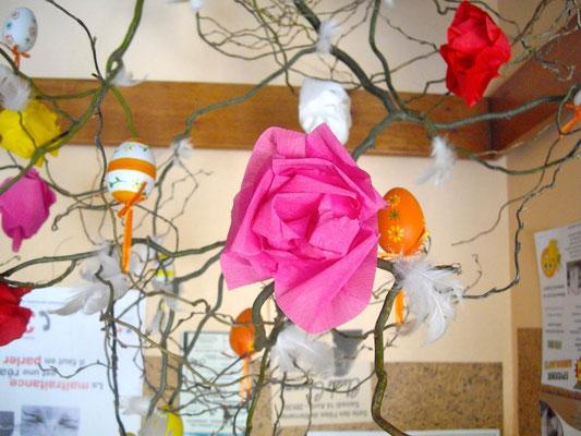 Beaucoup de plaisirs à réaliser ces fleurs et ces oeufs...