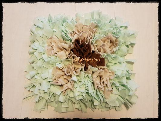 Motiv: Blume - Größe M - Braun/Beige auf Mintgrün