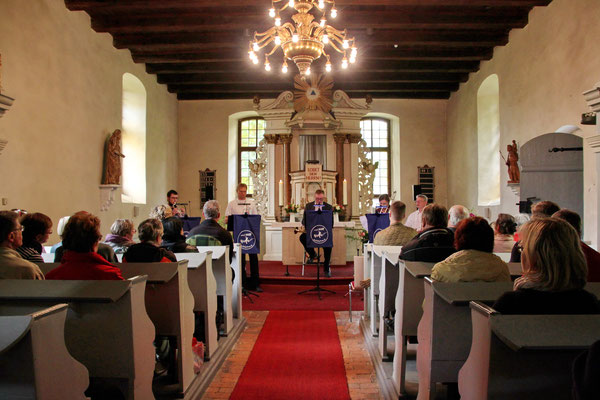 Foto: Wolfgang Gehrmann (Dorfkirche)