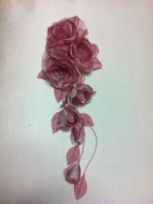 No 104 ショルダータイプのドレス花 素材:シルクサテン サイズ:長さ80cm ¥12.000