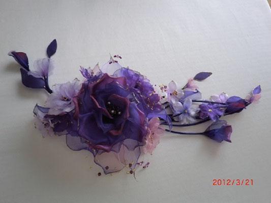 No 202 ショルダーコサージュ 素材:本絹羽二重、シルクオーガンジー サイズ:30cm ¥15.000