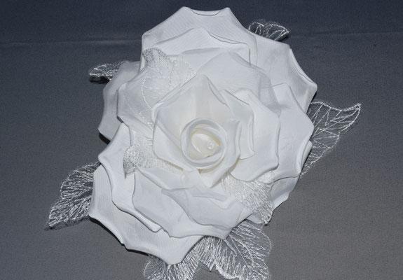 No 116 バラの周りにドレスのレースを付けたドレス花 素材:シルクサテン サイズ:25cm ¥8.000