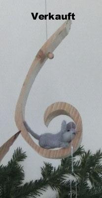 Holzschaukel mit Maus