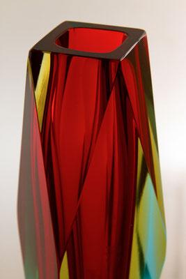 Vase cristal Murano (1965) soufflé à la bouche après prélèvements successifs de trois verres colorés. Surfaçage et polissage à la main.