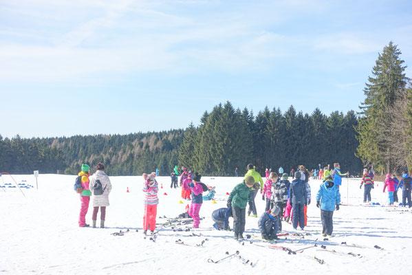 Skier anschnallen