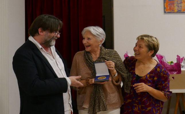 Remise de la médaille du comité à Françoise Laumonier