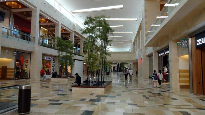 Shopping Mall direkt neben Ferrari World