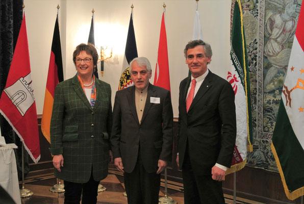 Brigitte Zypries, Parlamentarische Staatsekretärin im Bundesministerium für Wirtschaft und Energie, S.E. Ali Majedi, Botschafter der Islamischen Republik Iran, und Bernd Saxe, Bürgermeister der Hansestadt Lübeck