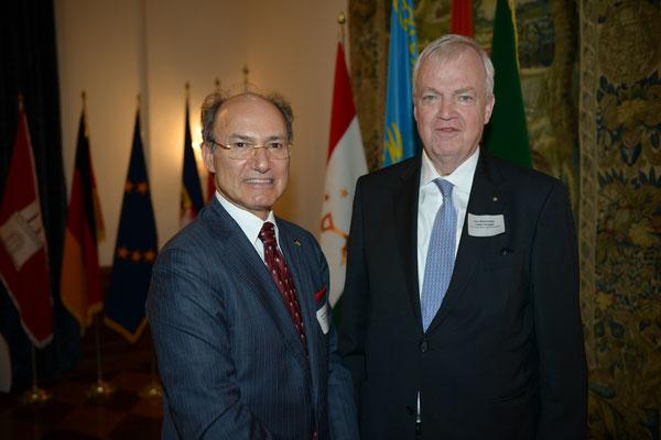 Honorarkonsul Kourosh Pourkian (l.) mit Festredner Botschafter a.D. Volker Schlegel, Vorsitzender der Deutschen Gesellschaft für Auswärtige Politik (DGAP), Nordrhein-Westfalen