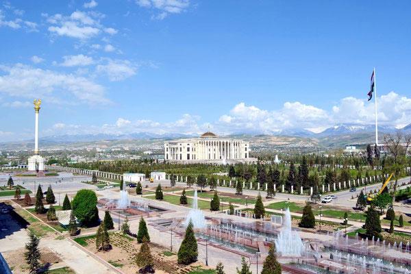 Die filmische Reise mit Botschafter Maliksho Nematov führte in die Hauptstadt Duschanbe. Das kulturelle und wirtschaftliche Zentrum des Hochgebirgslandes begeistert mit zentralasiatischem Flair und viel Grün.