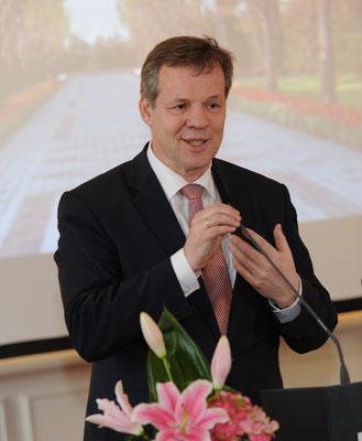 Ob Weihnachten oder Nowruz - der Wunsch nach Festen der Liebe und Versöhnung ist universell, freute sich der Hamburgische Bürgerschaftsabgeordnete Markus Schreiber in seiner Ansprache.