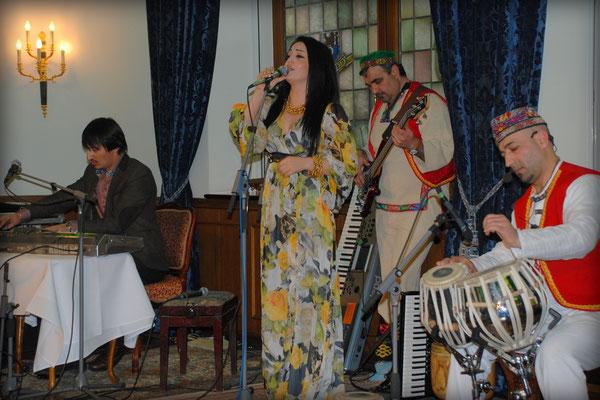 """Suraya Shabnam, tadschikisch-afghanische Sängerin mit der Musikgruppe """"Shams"""", bekannt als """"Beatles"""" von Tadschikistan"""