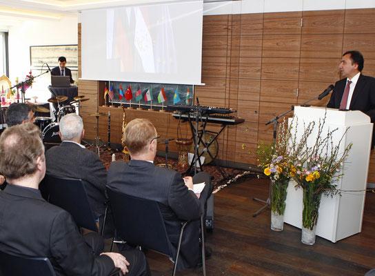 Unter den Vortragsrednern war auch der Botschafter von Tadschikistan, S.E. Dr. Imomudin Sattarov