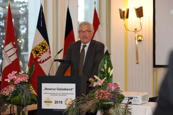 Der Bundestagsabgeordnete Jürgen Klimke gab in seinem Grußwort einen Einblick  in die entwicklungspolitische Zusammenarbeit zwischen Deutschland und Tadschikistan.