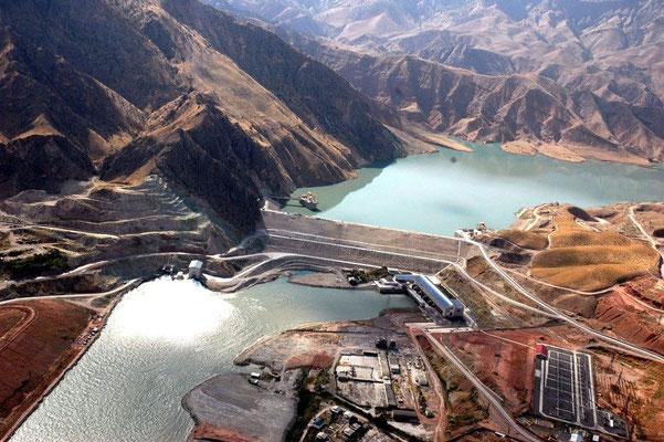 Wassersportparadies und Wasserschatzkammer Tadschikistan – der Nurek-Stausee mit einem Speicherraum von 10,5 Milliarden m³