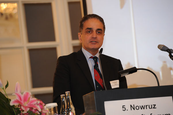 Ali Eghbal, Präsident des Bundes Iranischer Unternehmer e.V., moderierte den Iran-Panel