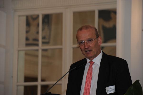 """Gunther Bonz, Präsident des Unternehmensverbandes Hafen Hamburg e.V., signalisierte die Bereitschaft der Hamburger Hafenwirtschaft, den Nowruz-Länden beim Wirtschaftsaufbau als """"Partner auf Augenhöhe"""" zu begegnen."""