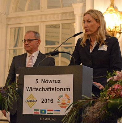 Über Bankgeschäfte mit dem Iran nach Aufhebung der Wirtschaftssanktionen sprachen Sabine Hummerich (r.) von der Europäisch-Iranischen Handelsbank in Hamburg und Herbert Zerwas (l.) von PricewaterhouseCoopers in Frankfurt.