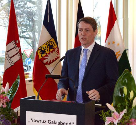 Dietrich Wersich, Erster Vizepräsident der Hamburgischen Bürgerschaft, appellierte in seiner Rede an die Grundprinzipien, die der Nowruz-Brauch vorlebt: Respekt und Weltoffenheit.