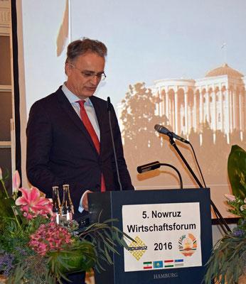 Staatssekretär Andreas Rieckhof von der Behörde für Wirtschaft, Verkehr und Innovation überbrachte die Grüße des Senats der Freien und Hansestadt Hamburg